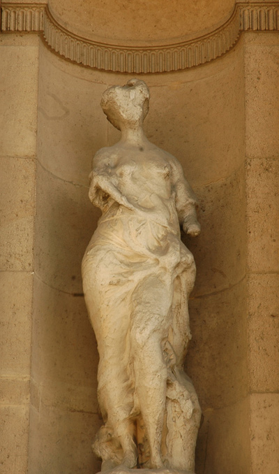 Louvre_Cour_Carree_Prouha_Nymphe.jpg